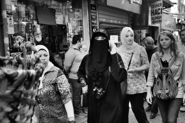 hedy bach photography ~  FujiFilm X100 ~ Turkish women ~ Istanbul ~ 1 b&w