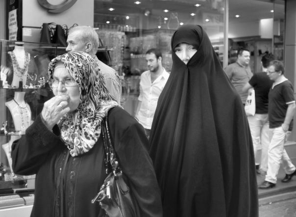hedy bach photography ~  FujiFilm X100 ~ Turkish women ~ Istanbul ~ 2 b&w