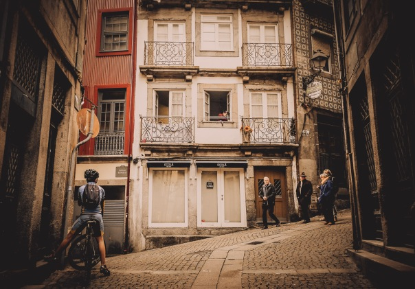 hb images - Porto - alley evening walk - 1