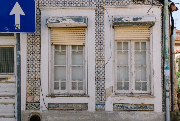 hb images - Aveiro - tile house and windows_