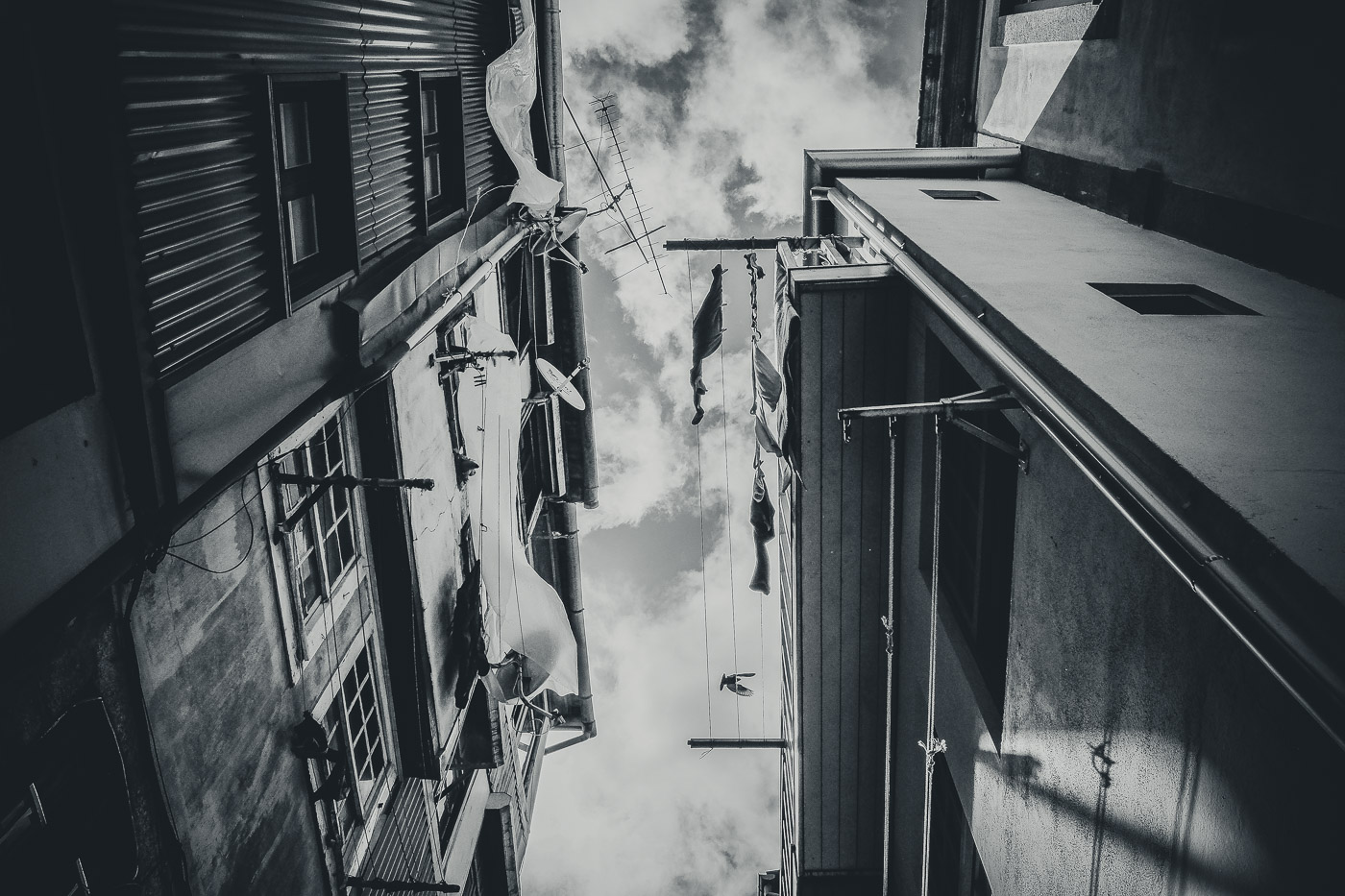 hb images - Porto - b-w street laundry_