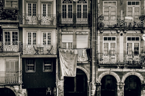hedy bach images - Porto - b-w mem - 4