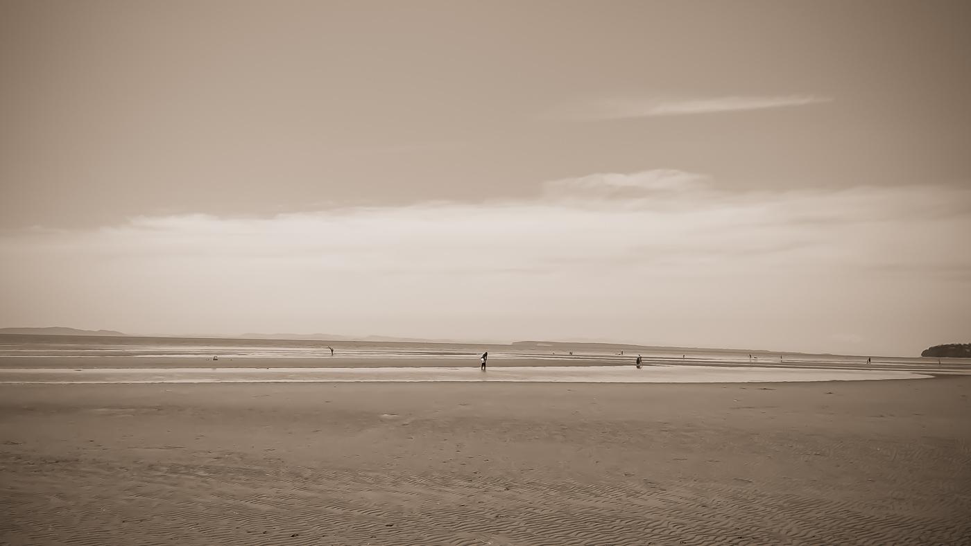 hedy bach images - beach b-w - 10